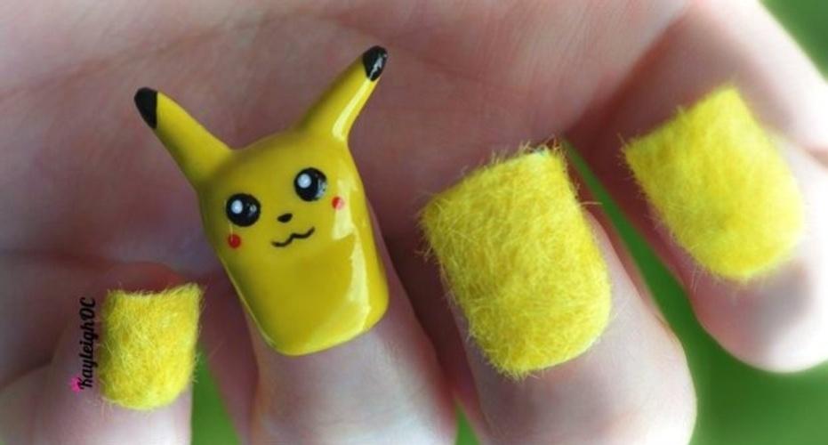 unhas com Pikachu
