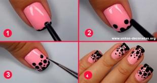 Tutorial-passo-a-passo-Unhas-decoradas-rosa-com-bolinhas-pretas