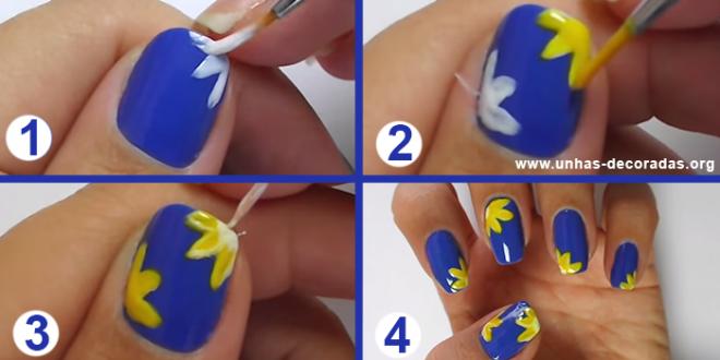 unhas decoradas azul com flor