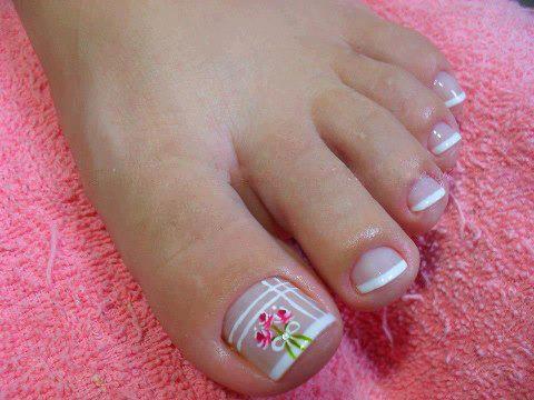 Unhas decoradas para pés florido