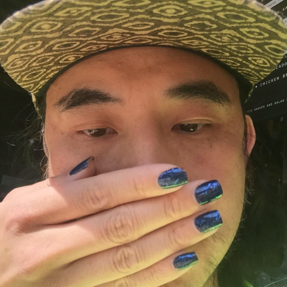 homens com unhas pintadas  (2)