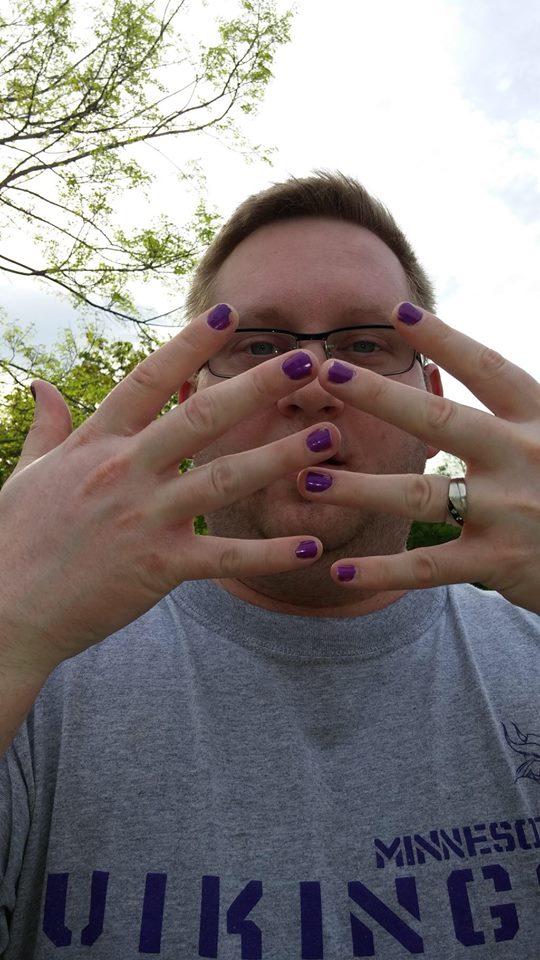 homens com unhas pintadas  (5)