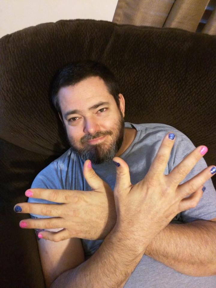 homens com unhas pintadas  (6)